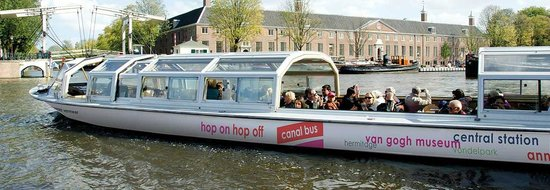 Hop On Hop Off: Canal Bus in front of Hermitage Amsterdam