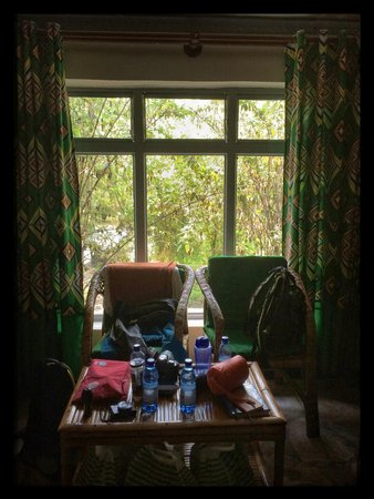 Le Bambou Gorilla Lodge: Furniture in the room