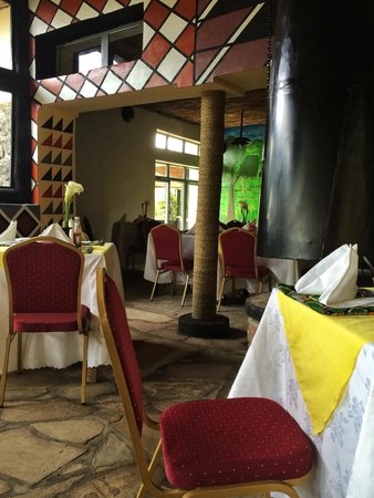 Le Bambou Gorilla Lodge: Cheery restaurant with comfy warm fireplaces