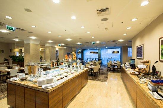 Hilton Garden Inn Hotel Krakow: Buffet area
