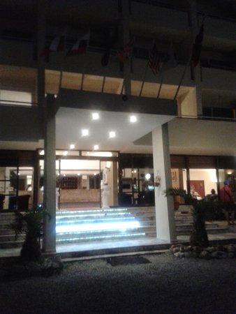 Tuntas Beach Hotel Altinkum : the front of tuntas