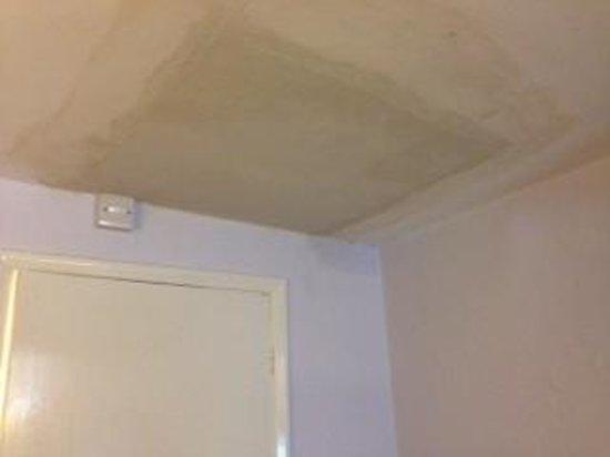 Best Western Plus West Retford Hotel: Re Plastered ceiling!
