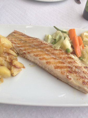 Restaurante Dominique's Fuengirola: Grilled Sole with mixed vegetables & potatoes - delicious