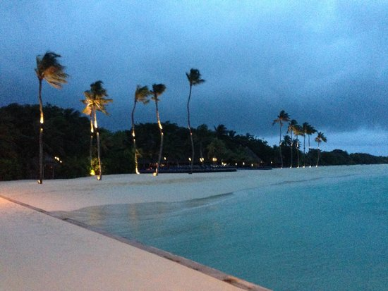 Kuredu Island Resort & Spa : Evening shot from the jetty