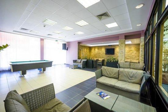 CEU Conference Center: Bar