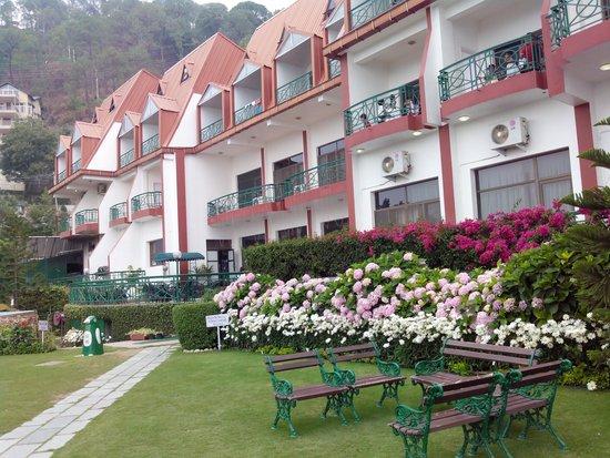 Kasauli Resort: Hotel front view