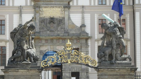 Discover Prague Tours: Gate of the Castle