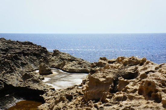 Karlito's Way: Sea near Dwejra Bay