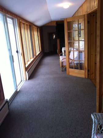 Shining Waters - Ingleside Resort: Downstairs Hall