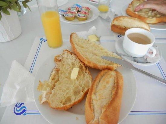 El Guarapo Apartments: desayuno sencillo, no merece la pena