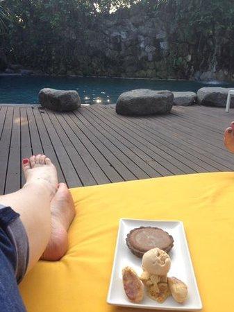 Peppers Seminyak : gooey chocolate tart by the pool