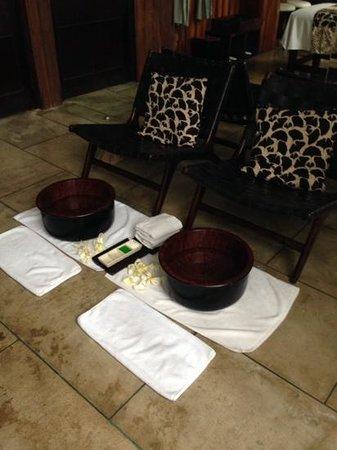 Peppers Seminyak : couples room foot bath