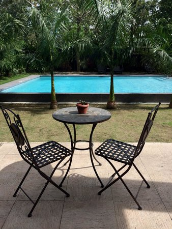 The Henry Hotel Cebu : Pool area