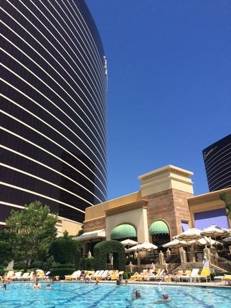 Wynn Las Vegas : View of Hotel at the Pool