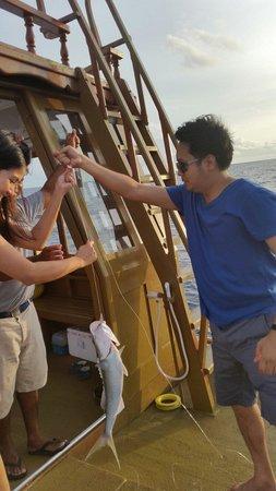 Angsana Velavaru : Night Fishing with helpful crew...