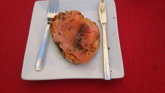 Agape: Tostá de salmón