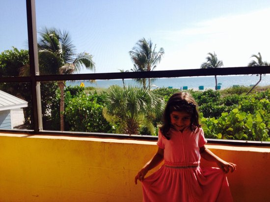 'Tween Waters Island Resort & Spa: Luiza na varanda