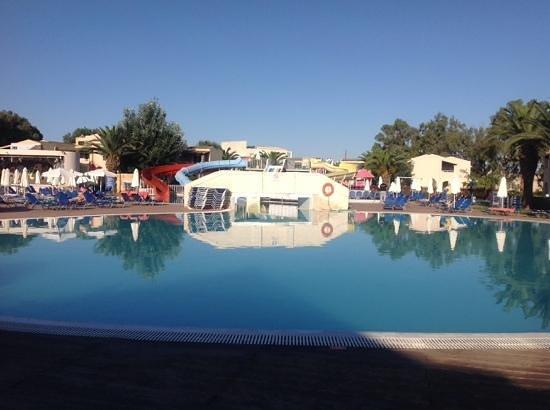 Aquis Sandy Beach Resort: Piscina