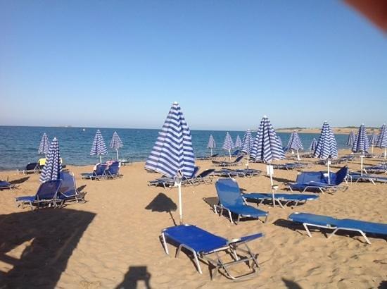 Aquis Sandy Beach Resort: spiaggia