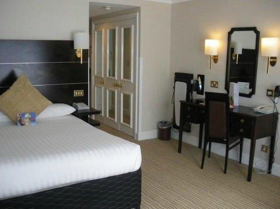 The Hog's Back Hotel & Spa Farnham: Double Bedroom