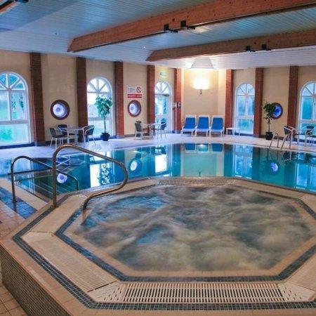 The Hog's Back Hotel & Spa Farnham: Pool and Spa
