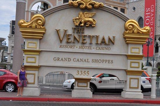 The Venetian Las Vegas : Hotel Sign