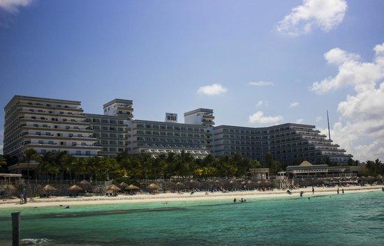 Hotel Riu Caribe: Riu Caribe from Beachfront