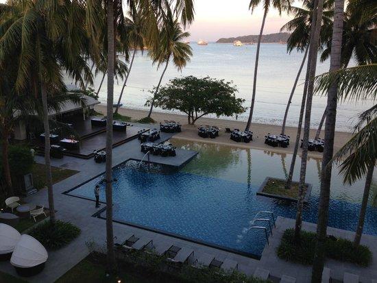 Crowne Plaza Phuket Panwa Beach: beach
