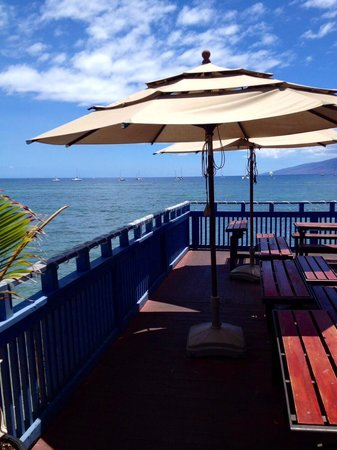 Grand Wailea - A Waldorf Astoria Resort: The view from the eating deck to enjoy some gelato on a hot day!!