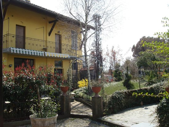Affittacamere la pergola hotel zibido san giacomo italia for La pergola prezzi