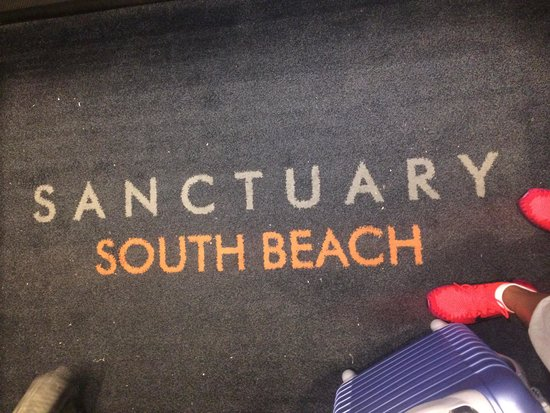 Sanctuary South Beach: Rug in the Elevator