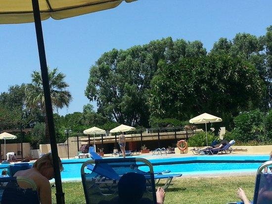 Kalithea Sun & Sky Hotel: pool with snack bar