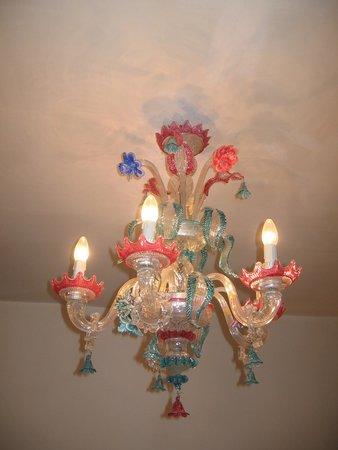 Hotel Serenissima : Pretty chandelier
