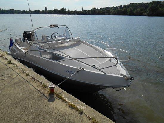 Notre bateau moteur pour la croisire priv e picture of l for Moteur hotel
