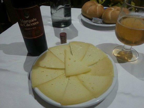 La Paella de la Reina: Manchego cheese plate