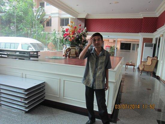 Convenient Park Bangkok : Song Chai..a helpful guy