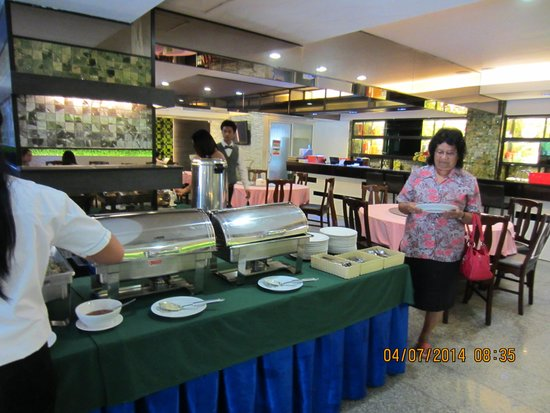 Convenient Park Bangkok : Breakfast with many local choice