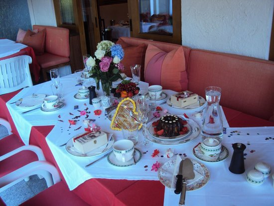 Hotel Furian am Wolfgangsee: Table set to celebrate Wedding Anniversary