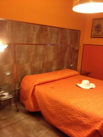 B&B Roma Gianicolense: Orange is my favorite color!