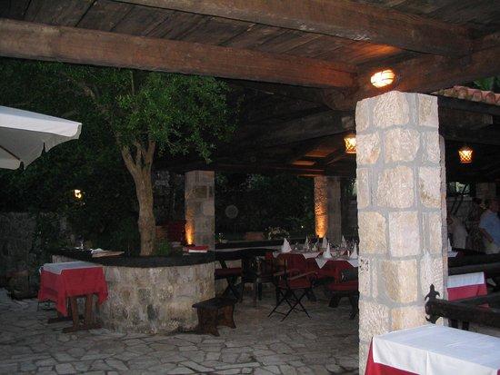 Konoba Catovica Mlini: night atmosphere