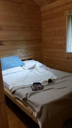 Carowinds Camp Wilderness Resort : The full sized bed, in the room at the end of the kitchen, right of the bathroom.