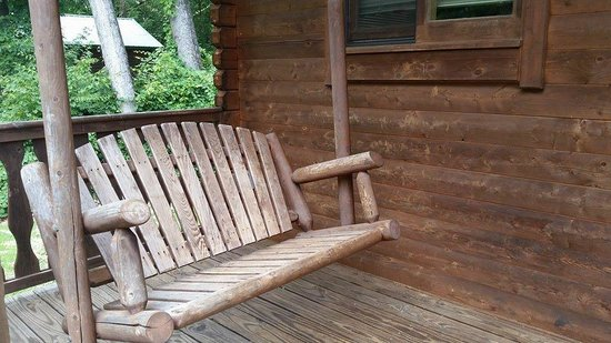 Carowinds Camp Wilderness Resort: The porch swing was really nice in the mornings and evenings.