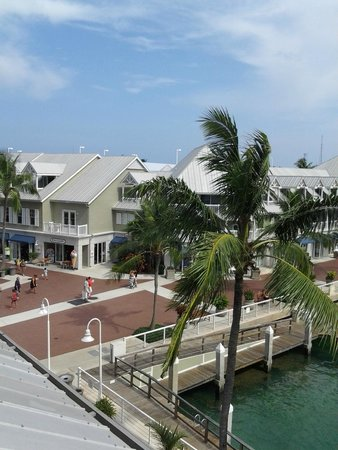 The Westin Key West Resort & Marina : Another view from the room, shops and more rooms at the Westin