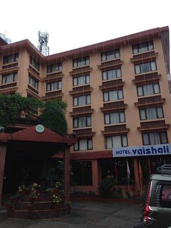 Hotel Vaishali : ホテル全景