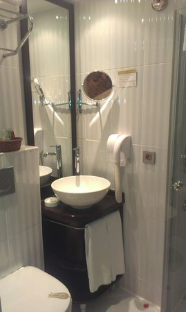 Ottoman Hotel Park : baño