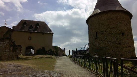Bourscheid Castle: tower