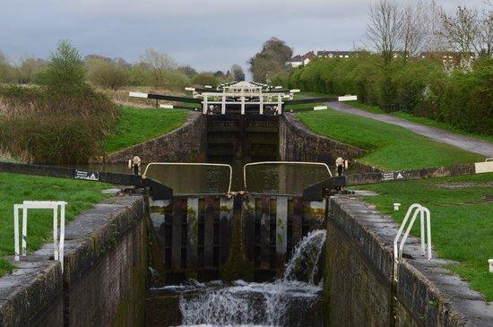 Caen Hill Locks: Bottom of the flights