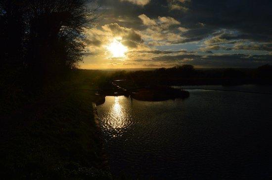 Caen Hill Locks: Sun going down
