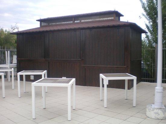 El Delfin Verde: bar piscina chiuso  ( tranne a luglio ed agosto)