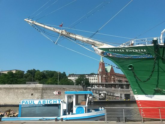 Port of Hamburg: The city brhind a museum-boat